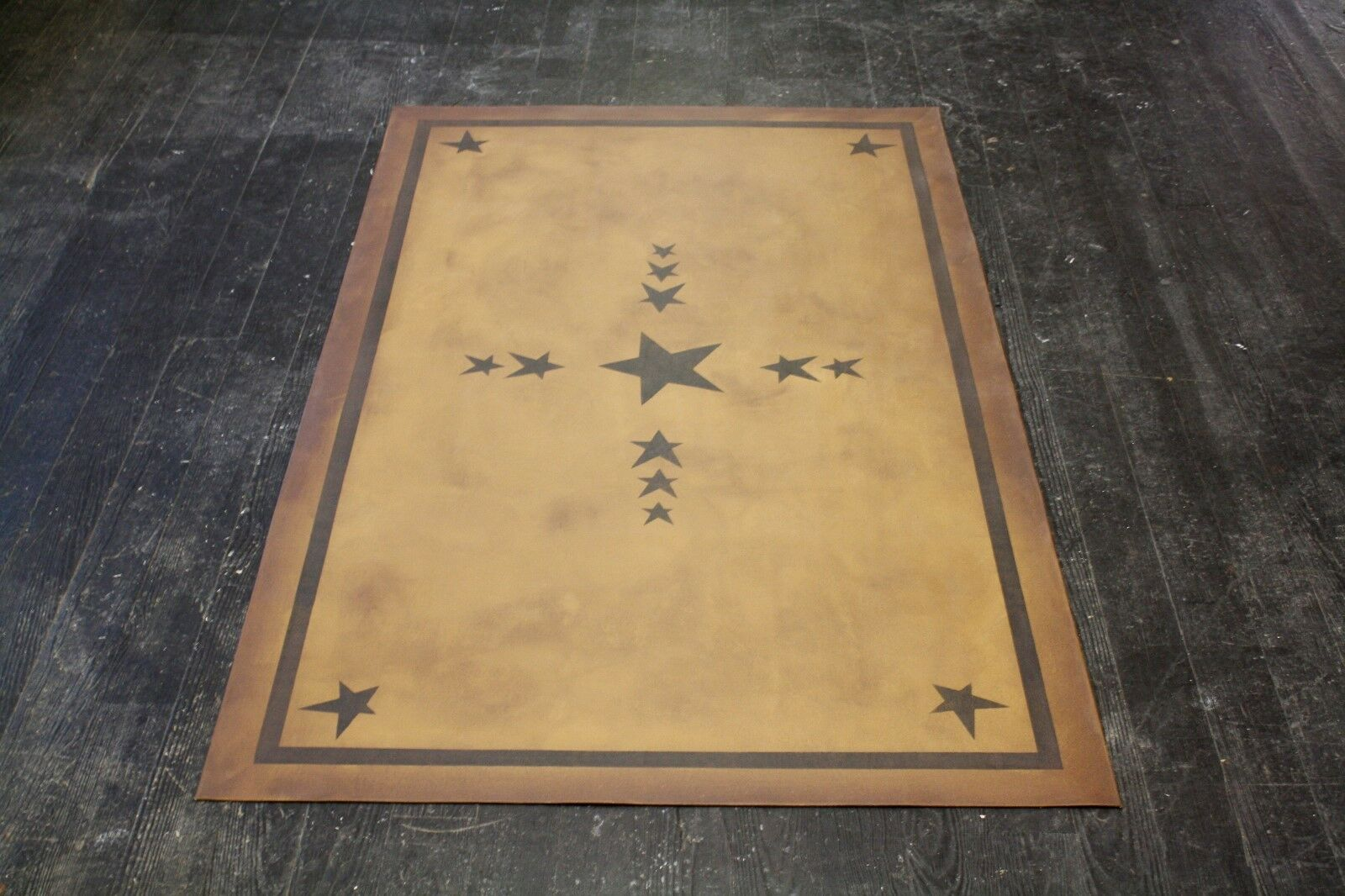 Beautiful traditional, 2'x3' floorcloth area rug. Can't beat the price!!!
