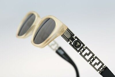 Gianni Versace 467 681, 90s Vintage wayfarer sunglasses - NOS