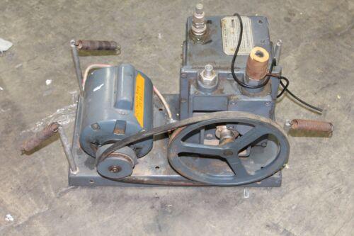 Working Welch 1402 Duo Seal Vacuum Pump Working