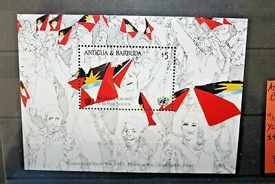"ANTIGUA BARBUDA 1985 ""INTERN. YOUTH YEAR FLAGS"" NUOVO MNH** BLOCK (CAT.J)"