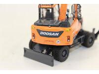 Universal Hobbies    Doosan DX 27Z Minibagger scale 1:25   Neu OVP