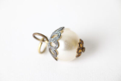Chain Pendant Enclosed Single Pearl (101048)