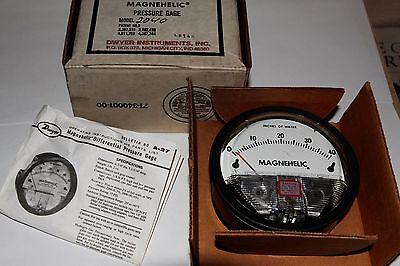 Dwyer Magnehelic Pressure Gauge 2040  Series 2000  0 - 40.0 15 Psi