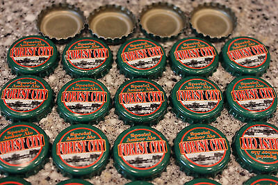 100 FOREST CITY SPECIAL AMBER ALE BEER BOTTLE CAPS NO DENTS CHRISTMAS GREEN