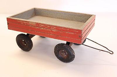 alter Anhänger aus Holz (DDR)