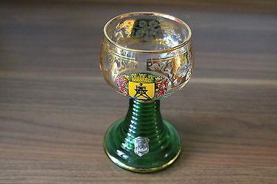 "Weinglas goldverziert mit grünem Sockelfuß ""Cuxhaven"""