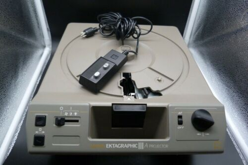 Kodak Ektagraphic III A Slide Projector With Remote  Lens and Case