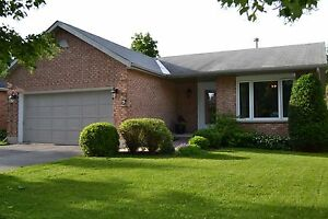 EAST END HOME w/FENCHED YARD, FINISHED BSMT! 5 Loradean