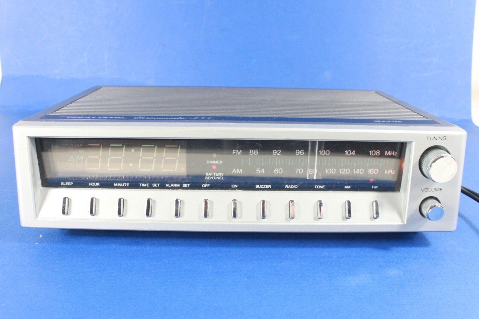 REALISTIC Chronomatic 232, AM/FM radio ,alarm clock. (ref B 496)