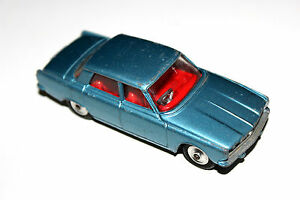 Corgi Toys Blue Rover 2000 Saloon Car # 252 With Spun Hubs !!