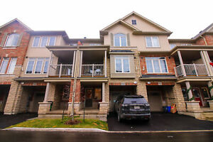 **GORGEOUS** 3 Storey Townhouse in Beamsville!!
