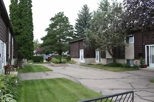 Sutherland - Great Townhouse Style Condo! Close to Amenities!