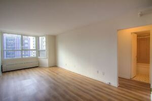 3.5 -$995-Pool-Guy Concordia-Downtown Montreal