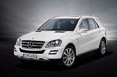 Für Mercedes ML W164 paßgenaue Vordersitzbezüge im Design EXCLUSIVE in SCHWARZ