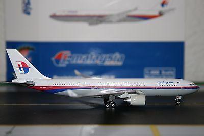 Современная модель самолета Phoenix 1:400 Malaysia