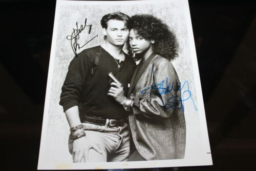JOHNNY DEPP HOLLY ROBINSON 21 JUMP ST HAND SIGNED AUTOGRAPH 19 PHOTO PHOTOGRAPH