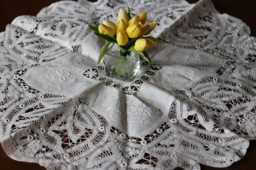 Vintage Battenberg Tape Bobbin Lace Tablecloth centerpiece  Batten Drawn