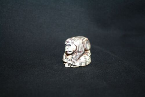 NETSUKE ANIMAL FIGURINE (GORILLA ON TOP OF TURTLE)