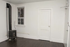 Large 1 Bed near College & Weber in Kitchener - GREAT LOCATION!