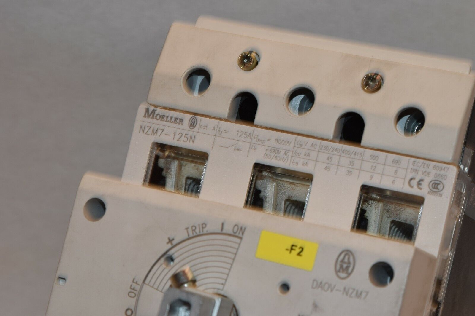 MOELLER NZM7-125N 3 POLE 125A CIRCUIT BREAKER MISSING 1 LUG COVER  - $88.00