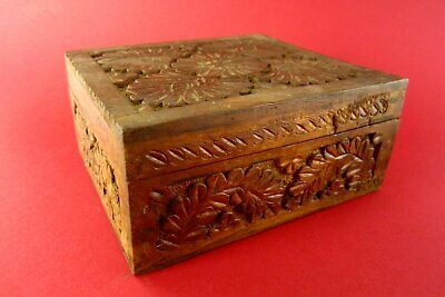 Beautiful Old Covered Dish Massivholzdose Hand-Carved Floral Decor