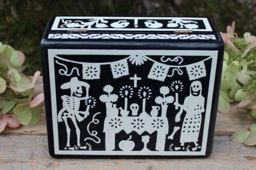Day of the Dead Box Skeletons Rayado Lacquer Handmade Olinalá Mexican Folk Art
