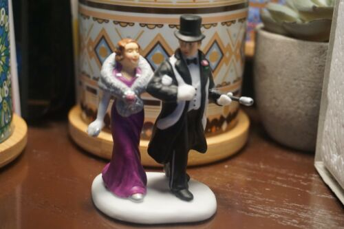 Dept 56 CIC Accessory - A Night On The Town