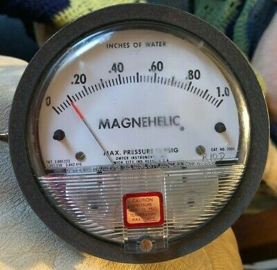 Dwyer Magnehelic 0-1 Water Inches Differential Pressure Gage Cat No 2001