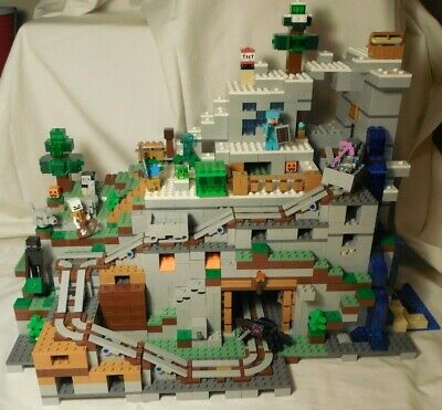 LEGO Minecraft The Mountain Cave 2017 (21137) COMPLETE (RETIRED SET)