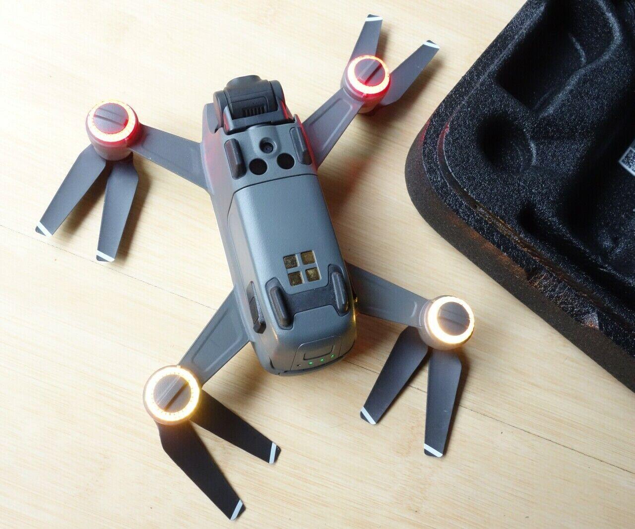 DJI ✨ SPARK Alpine Weiß Quadrocopter Kamera-Drohne MM1A ⭐ fast NEU +Transportbox