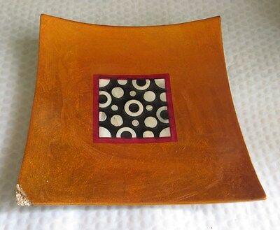 Plateau à fruits jaune orange laqué brillant avec déco carré noir et blanc en cé