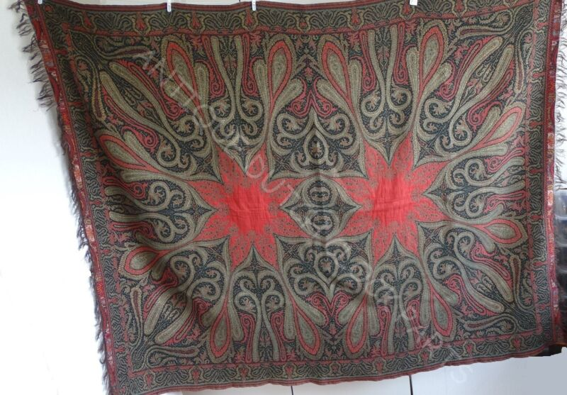 DUTCH FOLKLORE BIETKLEED OR WORTELDOEK PAISLEY SHAWL