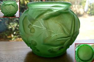 Ancien vase en verre moule art deco feuille vigne raisins - Vase ancien en verre ...