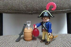 Playmobil-Piratas-Capitan-Pirata-Barril-Trabuco-Espada-3791-COMPLETO