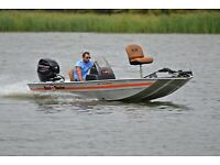 BASS TRACKER 40TH ANNIVERSARY .... 40 HP .....ONLY 25 HOURS
