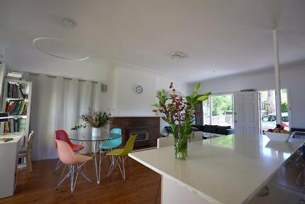 Sunny Renovated Modern GlassHouse for share in center Castle Hill