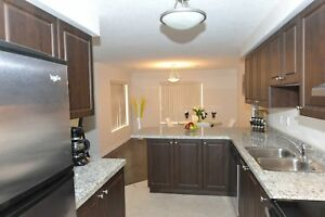 Luxury 2 + Den 1370 sq.ft., 2 Bath, 5 Appliances! (Stanley Park)