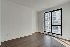 2 BEDROOMS IN OLD MONTREAL/Square Victoria Station! $2100 only!