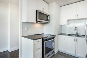 THE BEACHES Renovated 2 Bedroom! Pet friendly!