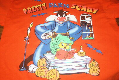 Looney Tunes Halloween T-Shirt M Medium Pretty Darn Scary Sylvester Tweety Bird (Halloween Tunes)