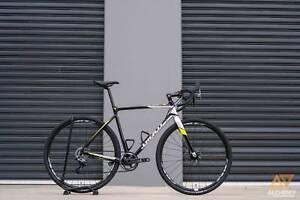 GIANT TCX 2 FORCE MEDIUM CycloCross Bike SRAM