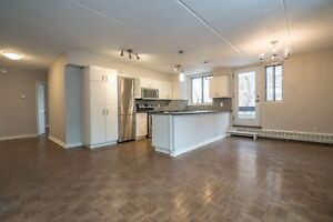Renovated 2 Bed 2 Bath - Westmount - pool, gym, doorman - 4 1/2