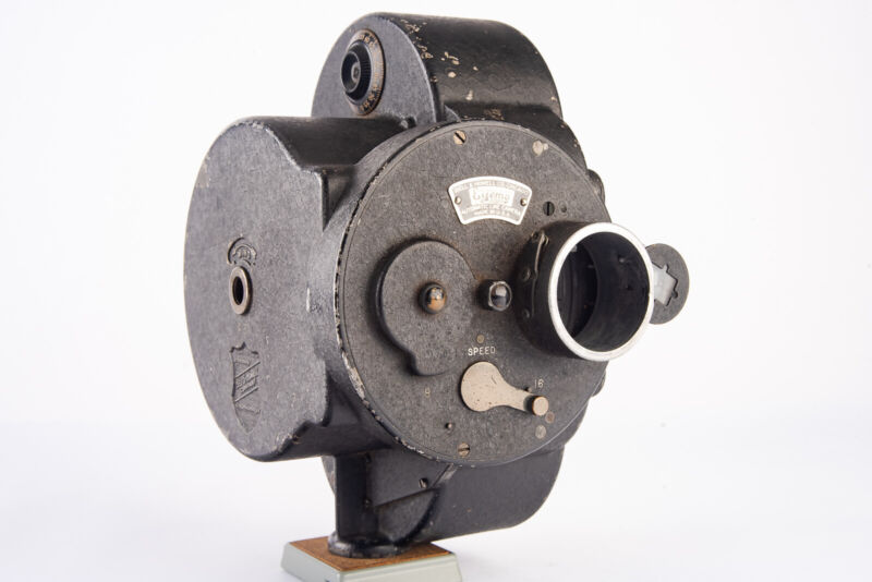 Bell & Howell 35mm Film Eyemo 70A Automatic Cine Camera Very RARE Tested V16