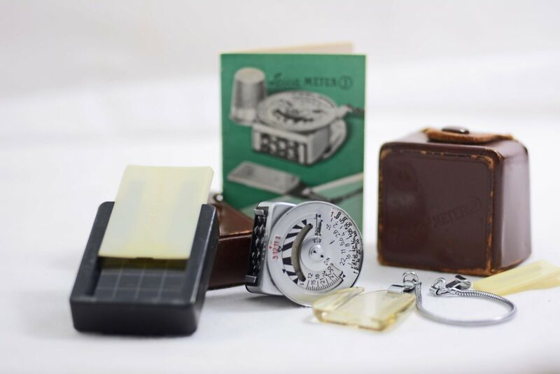 VINTAGE LEICA CAMERA LIGHT METER 3 WITH BOOSTER, CASE INSTRUCTIONS (EXCELLENT)