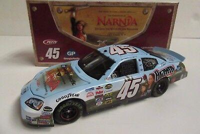 1/24 Kyle Petty #45 Georgia Pacific / NARNIA 2005 NASCAR Diecast Car