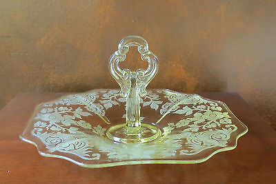 Cambridge Apple Blossom Gold Krystol/Yellow Center Handle Sandwich Server