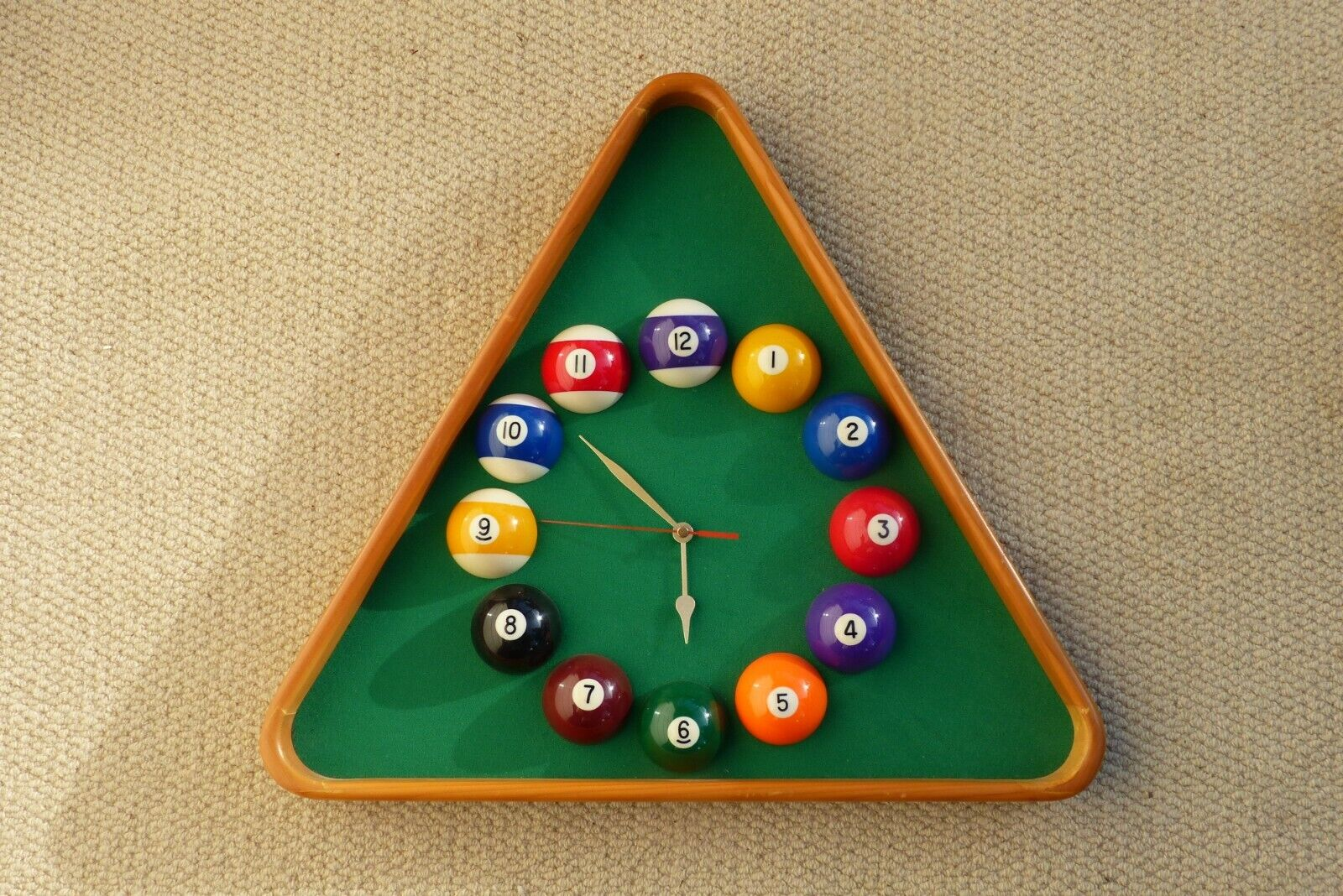 large 20in Side Triangular Wooden Pool Ball Billiards Rack Wall Clock VGC Used