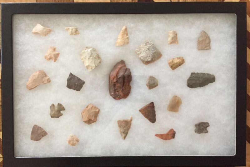 23 Arrowhead & Tool Relics From Midwest & Southwest Camp Sites In Frame Sn1123