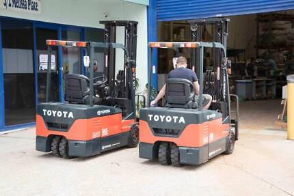 Toyota 2007 Battery Forklift 7FBE20 Excellent condition