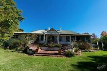 6 acre - 2 minutes to town centre - horse & animal property Tenterfield Tenterfield Area Preview